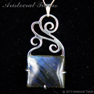 Lady Josephine 925 silver Labradorite Necklace - click for supersize image